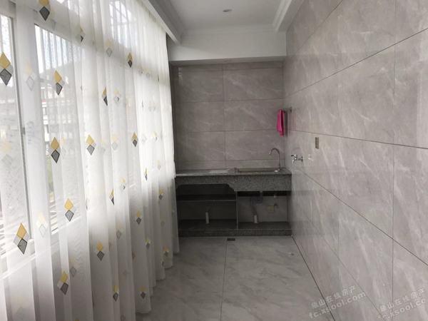 蓬莱小区3楼122平方米120万全新装璜