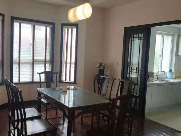 出售龙泽名园5室3厅2卫266平米住宅